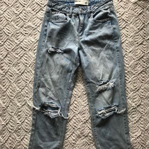 Garage Mom Jean Ripped Size 1